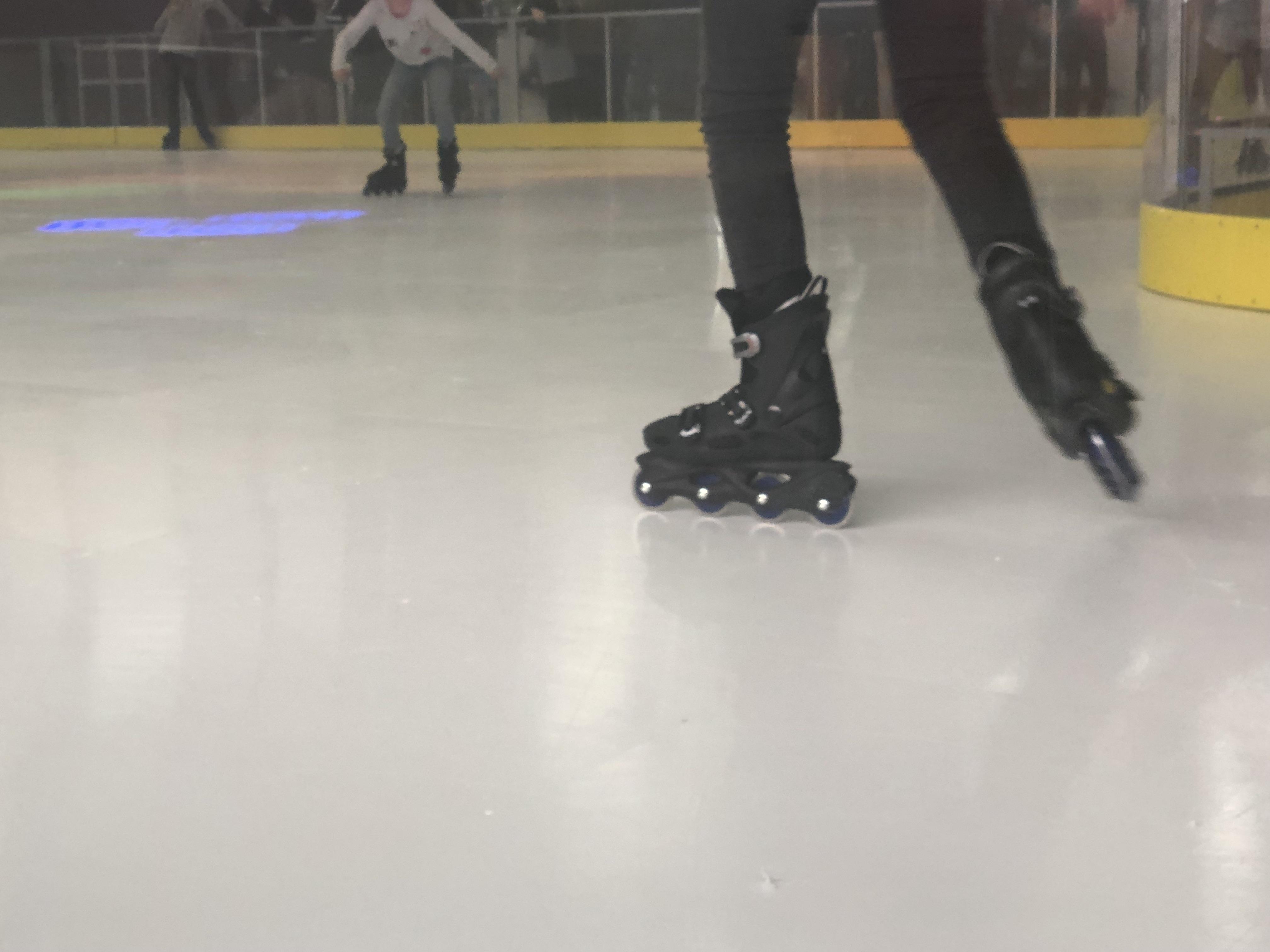 La patinoire n'est pas en glace... mais en synthétique