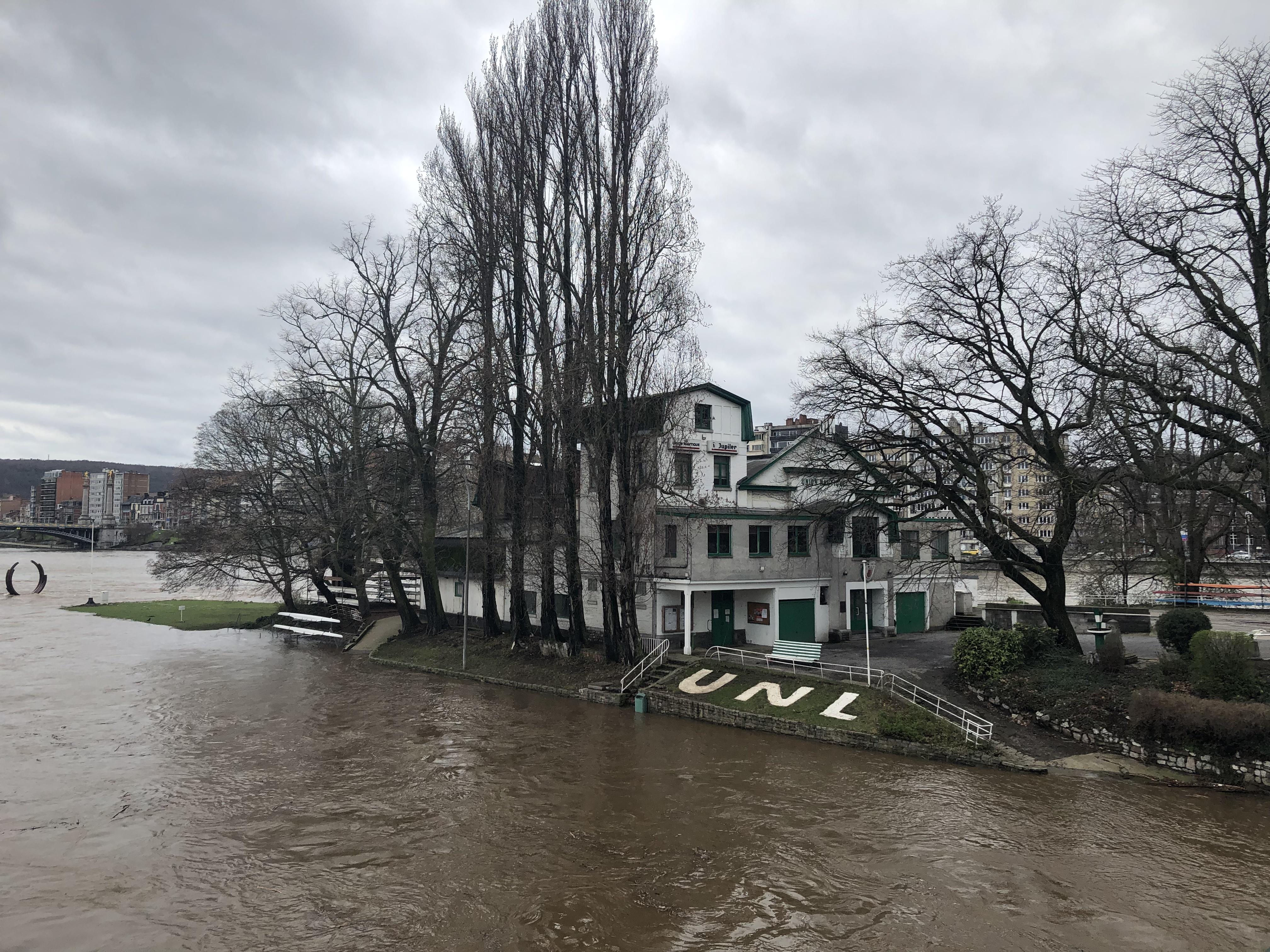 Le niveau de l'eau était très élevé aux abords du parc de la Boverie
