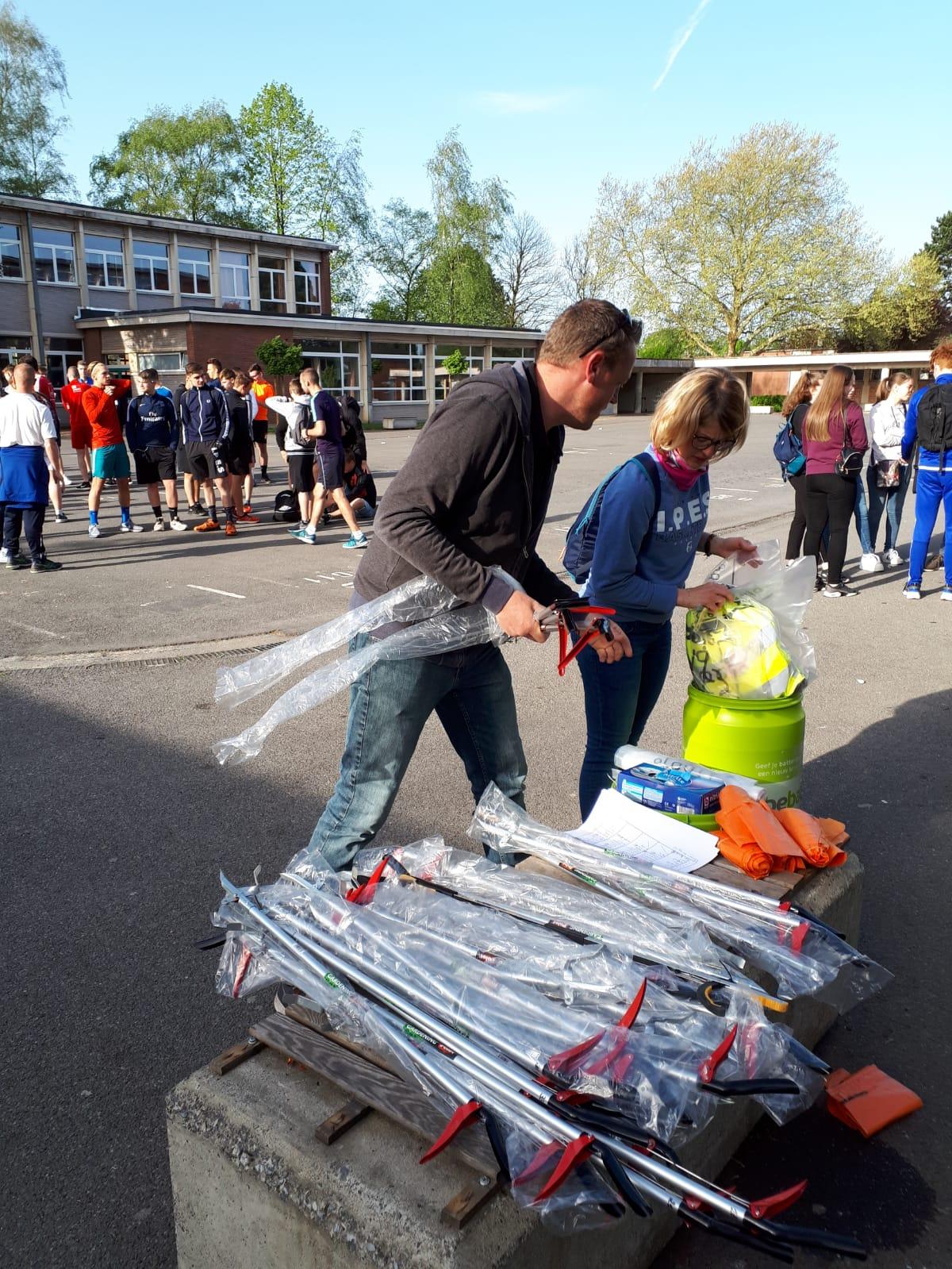 Distribution de l'équipement pour cette journée plogging