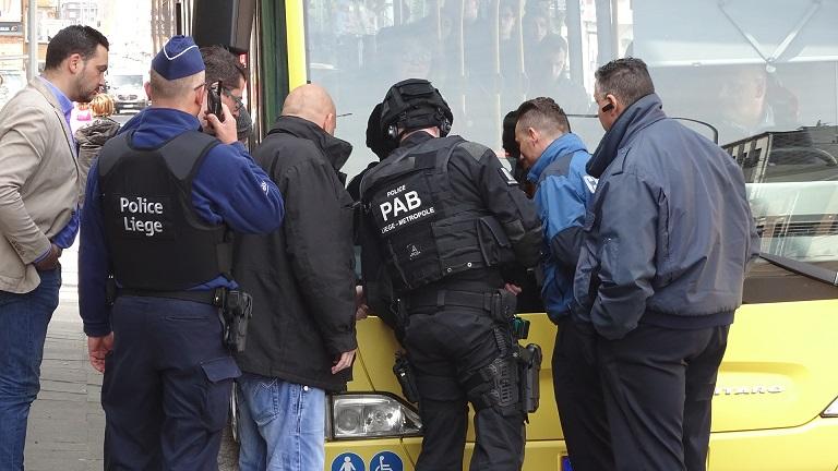 policiers bus 2