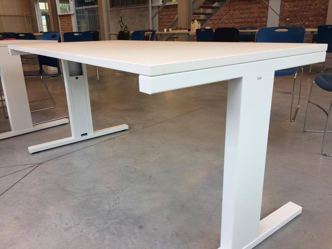 La fabrication de mobilier de bureau redémarre chez tds rtc télé liège