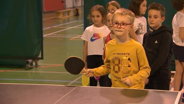 130 enfants invités à la table de ping-pong