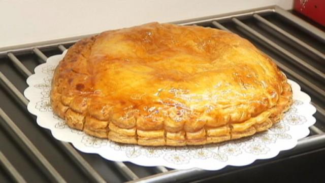 La galette des rois se prépare dans les pâtisseries