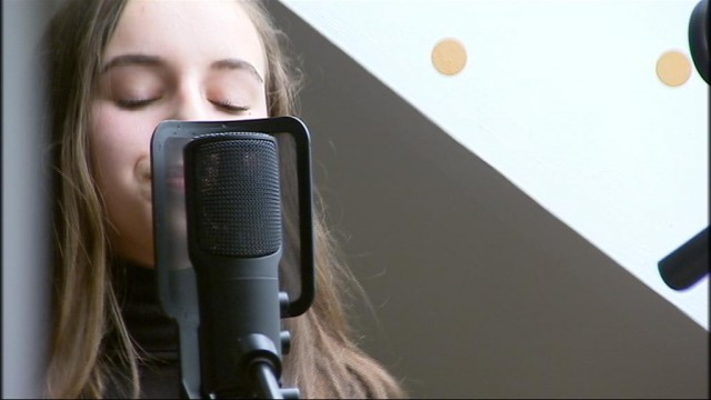 Zoé, jeune auteure-compositrice-interprète liégeoise