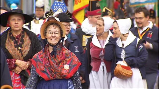 Le groupes folkloriques wallons rendent hommage à Tchantchès