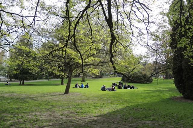 Il s'exhibe devant des jeunes filles dans un parc à Liège