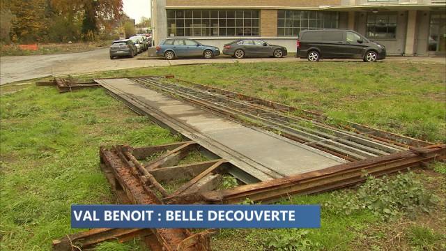 Un ancien portail refait surface au Val Benoît