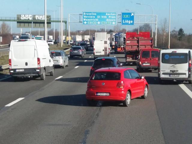 Accident grave sur la E42, plusieurs véhicules impliqués