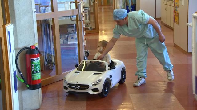 Des petites voitures électriques pour les jeunes patients du CHU