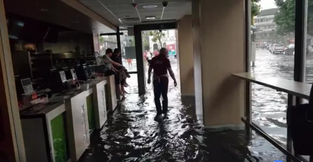Images spectaculaires : l'eau envahit la Place St Lambert