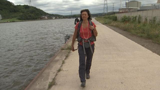 Elle marche pour des rivières potables: escale à Huy