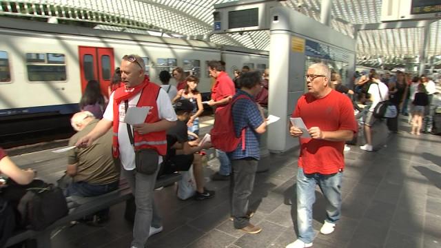 Grève SNCB : action des cheminots à la gare des Guillemins
