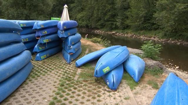 Kayaks à l'arrêt sur l'Ourthe