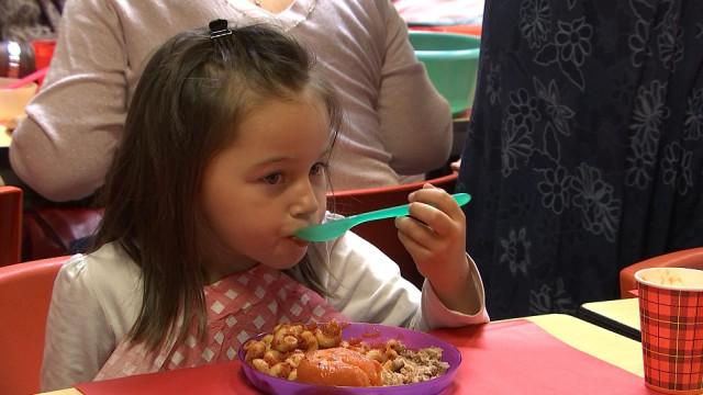 Projet-pilote: repas chauds et gratuits pour les petits