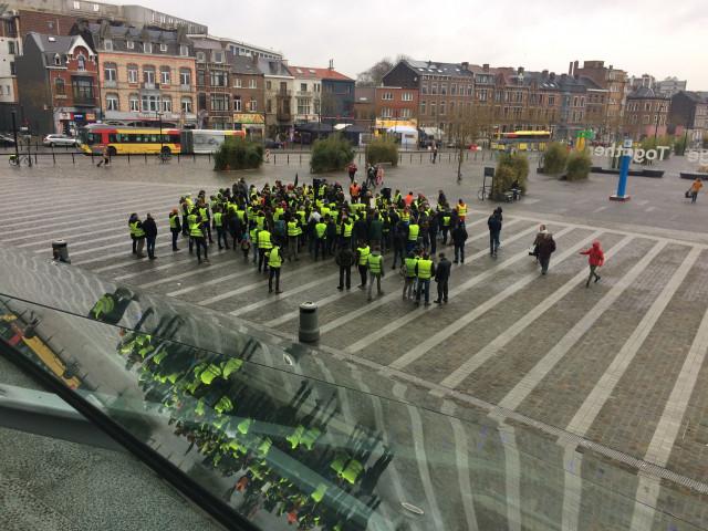 Gilets jaunes à la gare de Liège- Guillemins