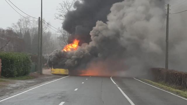 Bus en feu à Embourg !