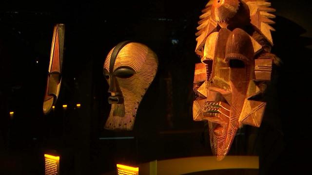 Exposition de masques à la Cité Miroir