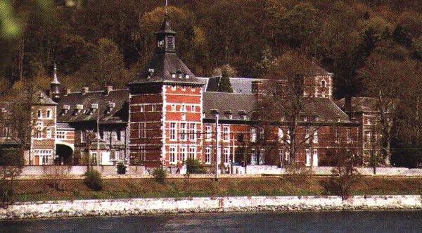 Amay : incendie à l'abbaye de Flône