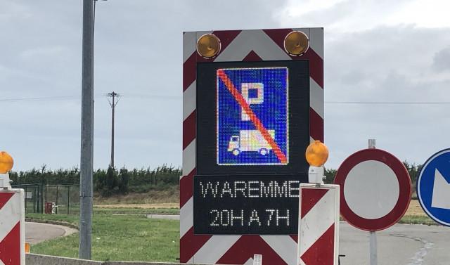 Le parking de l'aire de Waremme fermée aux poids lourds