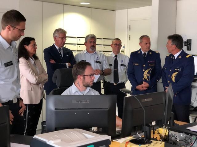 Le ministre De Crem reçu à la police de Liège