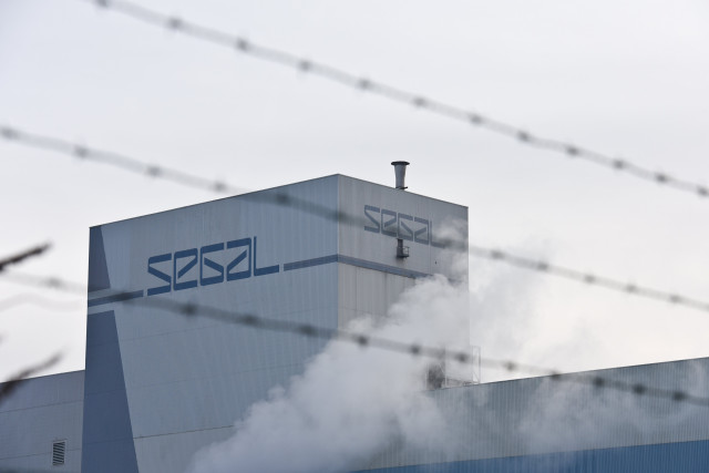 "Tata Steel confirme son intention de supprimer ""jusqu'à 3.000 emplois"" en Europe"