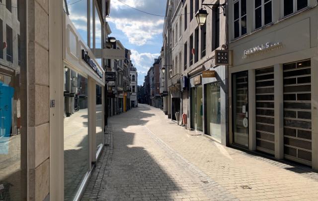 Premier jour de confinement, Liège prend des airs de ville fantôme (Photos)