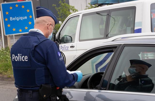 Plus de 50 grammes de cannabis et de la fausse monnaie saisis dans une voiture à Visé