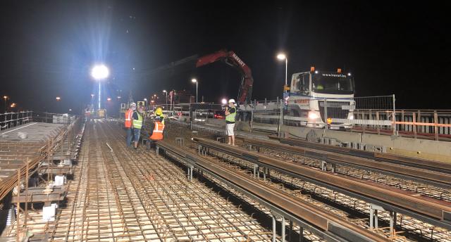 Tram : les premiers rails posés sur le pont Atlas