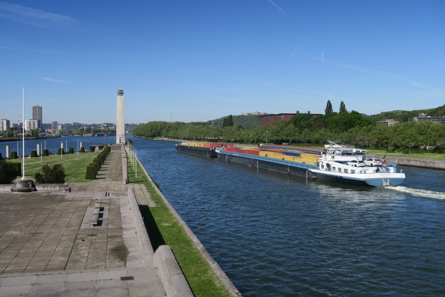 Port autonome de Liège : croissance du transport fluvial de conteneurs.