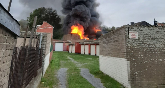 Incendie dans un garage à Sclessin: une citerne à carburant à l'origine du feu