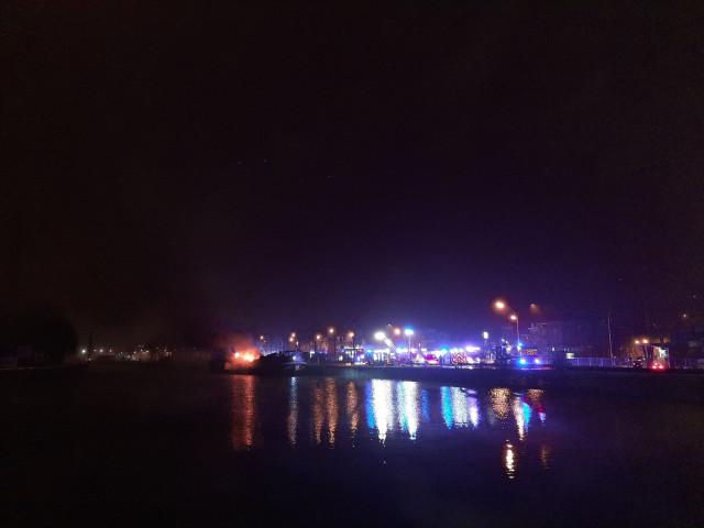 Reprise de feu ce lundi pour la péniche située à Coronmeuse