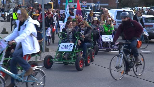 1700 participants à la 2ème cycloparade féministe