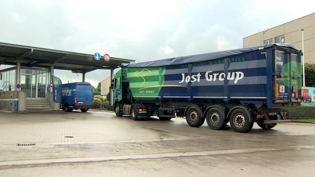 Action anti-dumping social devant chez Jost Group à Bierset