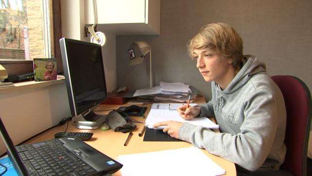 """""""Prenez les jeunes en compte"""": Adrien, 16 ans, témoigne"""