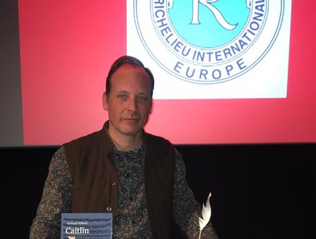 Arnaud Nihoul reçoit le prix Saga du meilleur premier roman belge