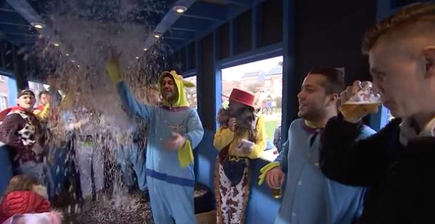Carnaval à Houtain-Saint-Siméon: le cortège en apothéose