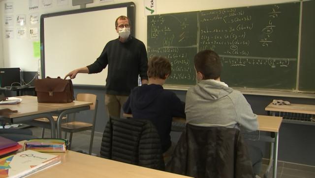 Derniers cours en présentiel dans le secondaire avant fermeture des écoles