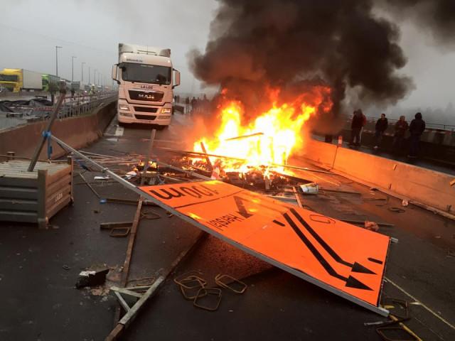 Des affiliés de la FGTB poursuivis après le blocage de l'autoroute à Cheratte