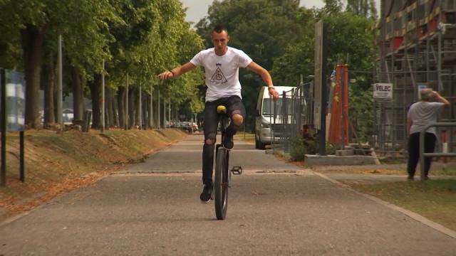 Des centaines de kilomètres avec son monocycle
