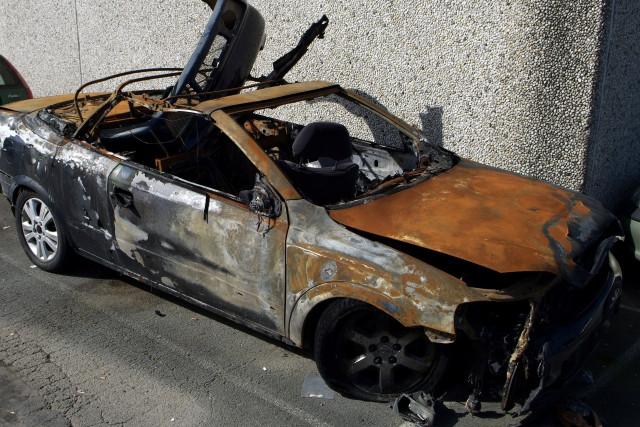 Des corps calcinés dans un véhicule en feu, il pourrait s'agir d'un infanticide suivi d'un suicide