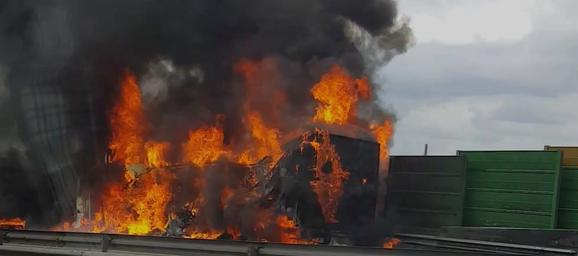E40 à Herstal: un camion est parti en fumée (vidéo)