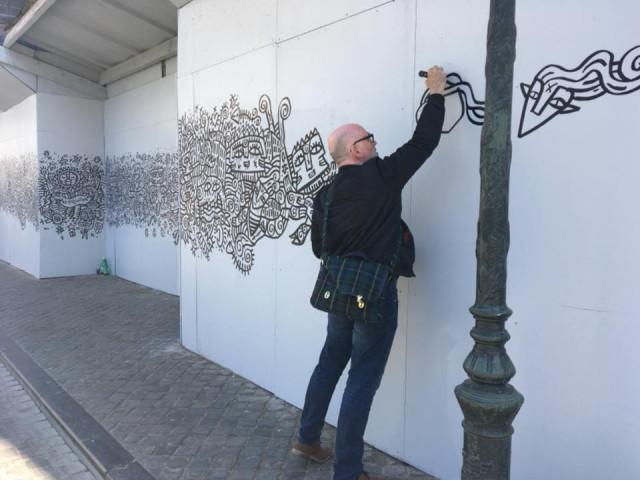 Fabrizio Borrini décore les palissades de la cathédrale