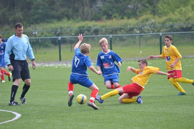 Football : les uns après les autres, les clubs cessent les activités pour les jeunes