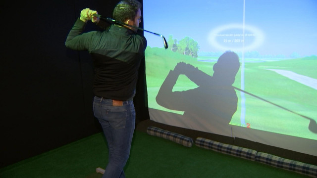 Golf indoor sur simulateur.
