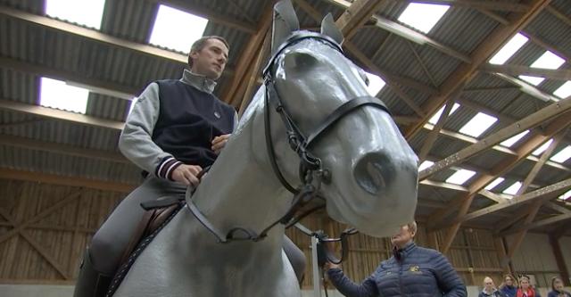 Grégory Wathelet, le champion sur un cheval mécanique