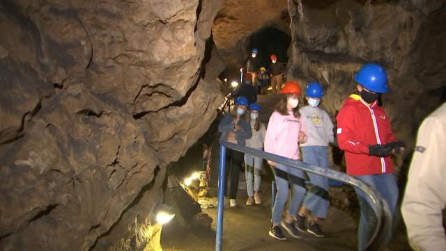Surprise à Comblain-au-Pont : les Francophones sont les plus nombreux à la grotte