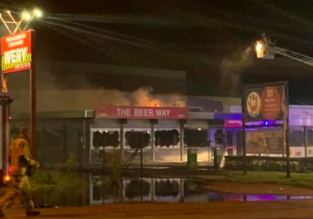Important incendie à Waremme combattu par une soixantaine de pompiers