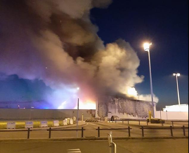 Spectaculaire Incendie à côté du terminal de l'aéroport de Liège