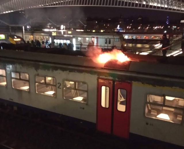Incendie d'une automotrice aux Guillemins