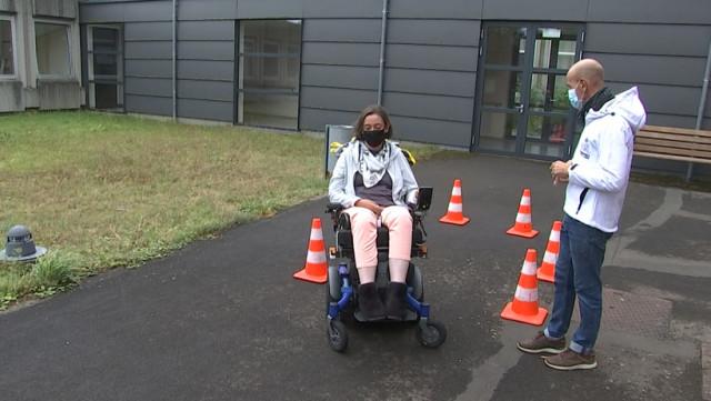 La FEDEMOT forme à la conduite de chaises roulantes électroniques